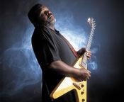Concert extraordinar de blues cu Michael 'Iron Man' Burks la Hard Rock Cafe