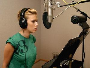 Scarlett Johansson canta din nou