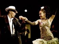 Dansurile fierbinti din club Tropicana - pe scena Salii Palatului